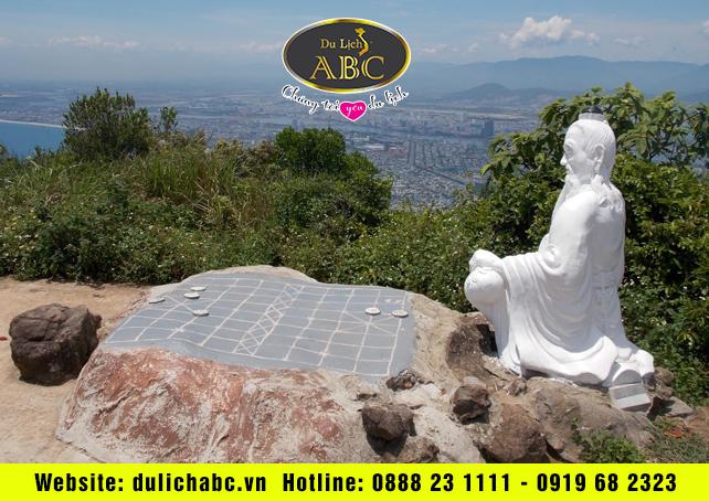 Du Lịch Hè Giá Rẻ Đà Nẵng nhìn từ đỉnh cao nhất núi Sơn Trà