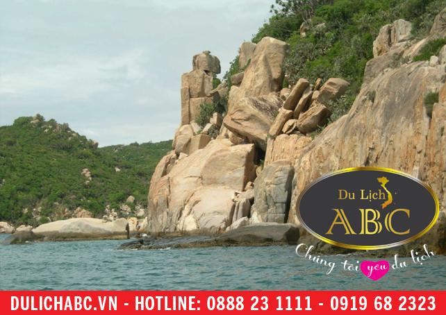 Chiêm ngưỡng vẻ đẹp mê hồn của biển Ninh Chữ